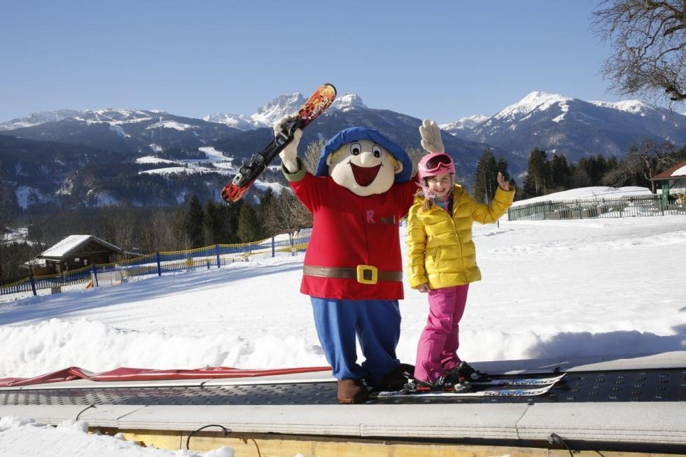 Kinderskischule Kinderhotel Ramsi - Skispaßwoche Familien-Skiurlaub im Winter