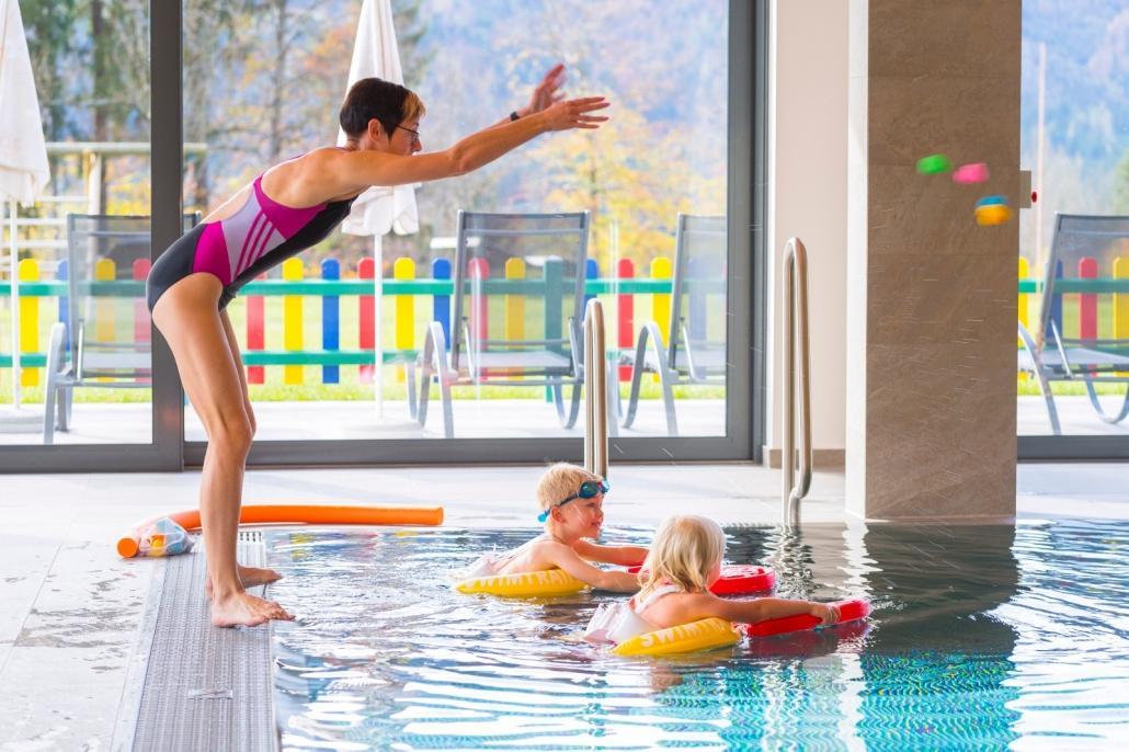 01_Kinderhotel-Ramsi_Freds-Swim-Academy_Titelbild