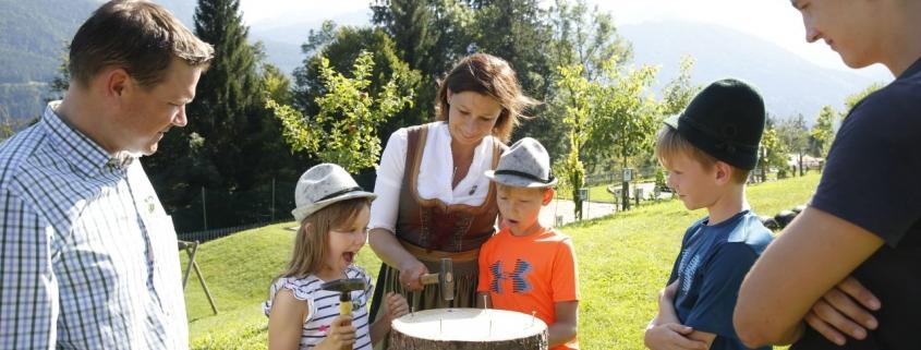 Spielt und habt Spaß bei der Oktoberfest Familien-Gaudi!
