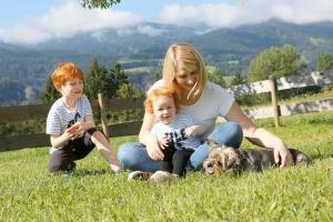 Urlaubserlebnisse mit Hund auf der hobeleigenen Hundewiese