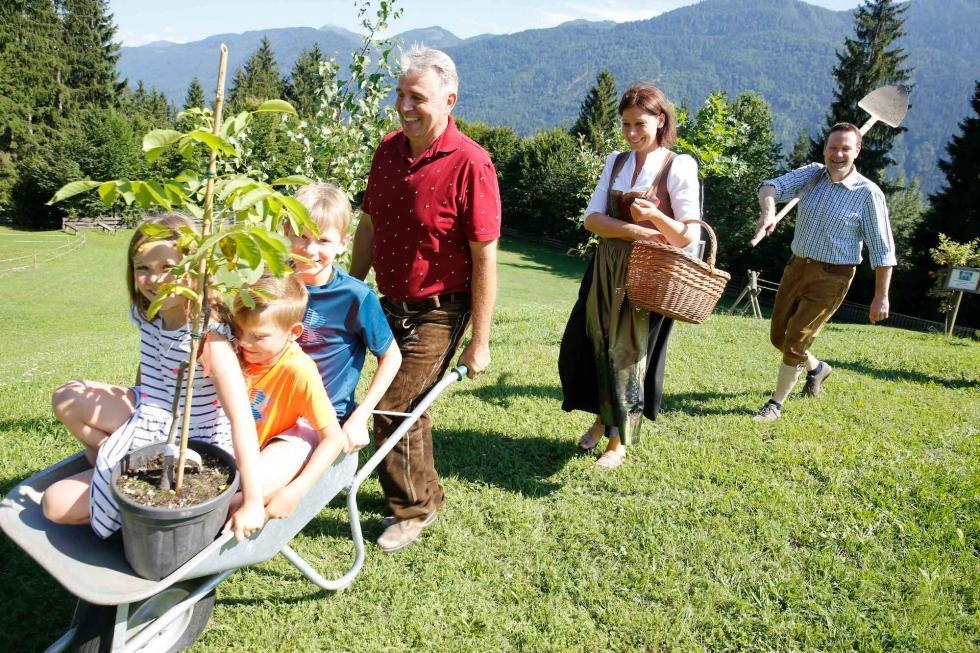 Ein Familien-Stammgast-Baum als Zeichen der tiefen Verbundenheit