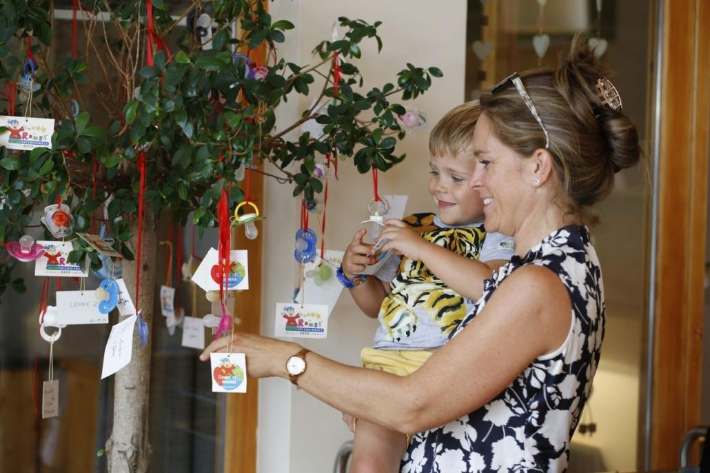 """When the """"Zuzi"""" stays at the holiday... at Ramsi's pacifier tree"""