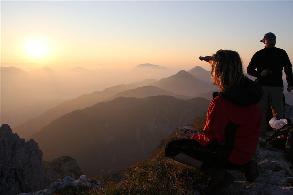Simply indescribable: A sunrise hike in the mountains is a must!