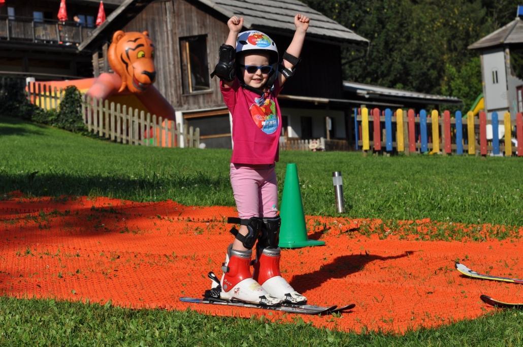 Kinderhotel Ramsi - Sommerskischule Lernt bei uns Skifahren! Unsere Kinder-Spätsommer-Skischule ist der Hit