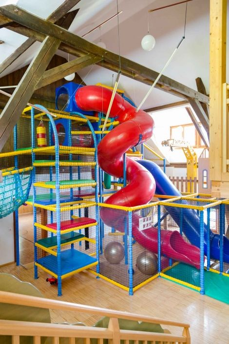 Enter the 800 m2 indoor games paradise