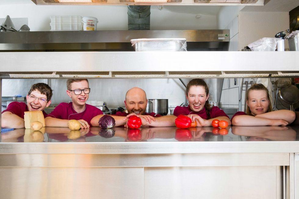 Das Ramsi Team_ Küche