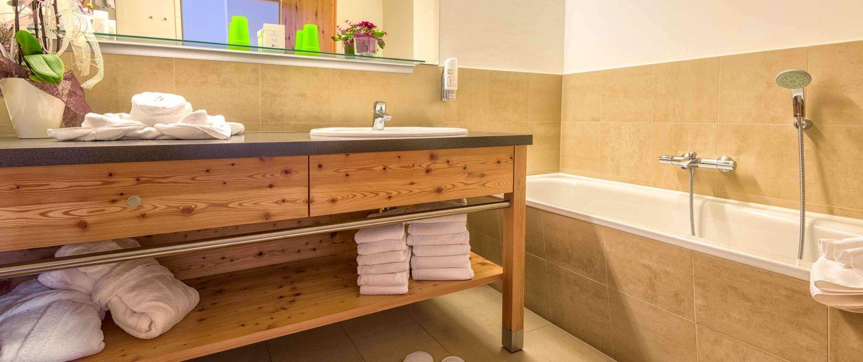 Kinderhotel-Ramsi-Zimmer_Badezimmer mit Badewanne