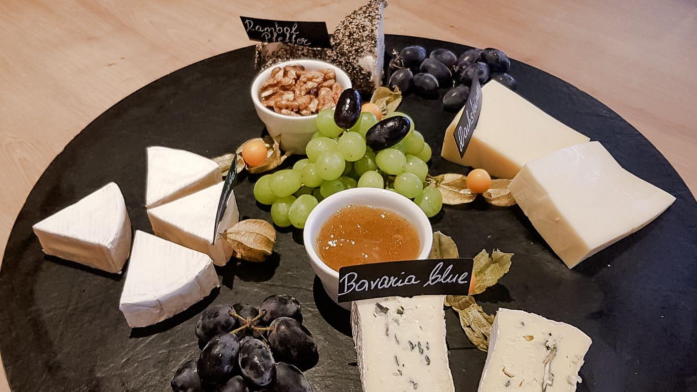 Ramsis Naschgarten Stachelbeerchutney und Käse